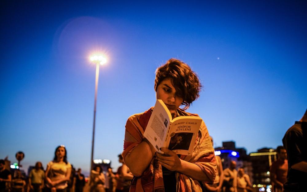 Place Taksim, lire c'est résister