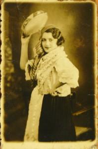 2481 Plovdiv 1935 Beka Garty dans le rôle de Carmen.