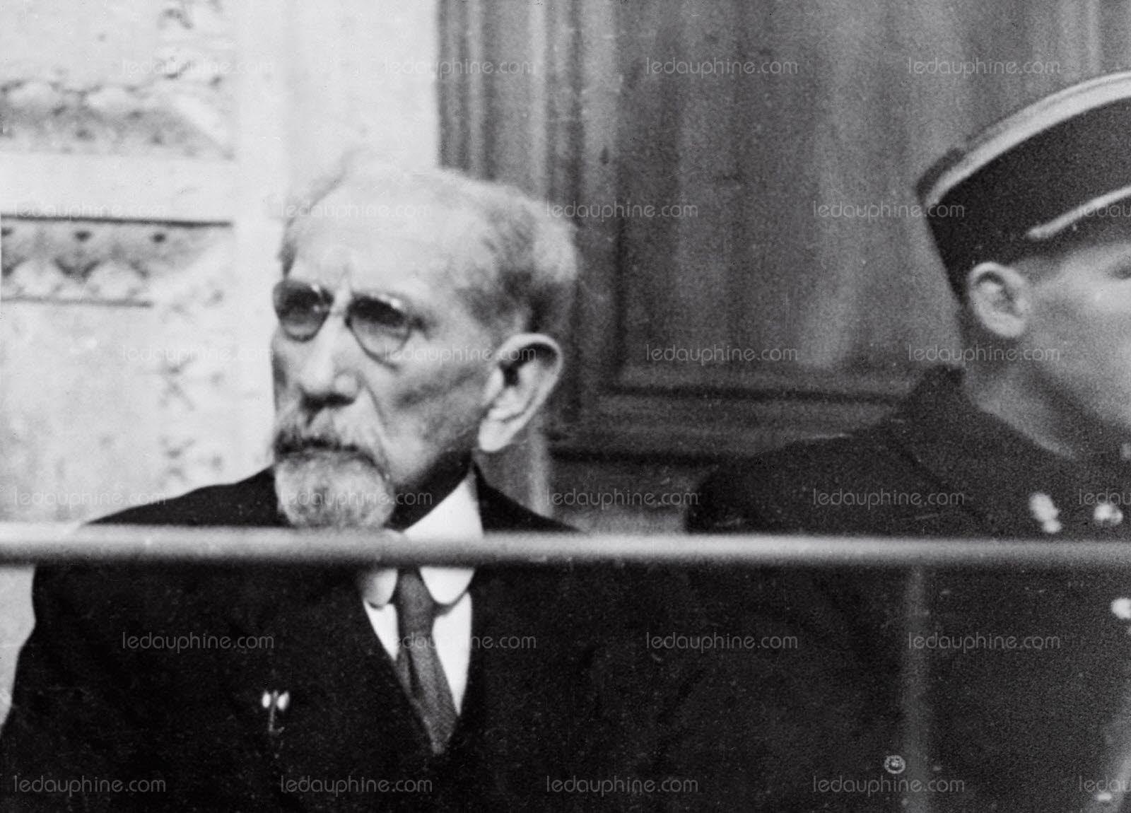 l-ecrivain-et-homme-politique-charles-maurras-(1868-1952)-assis-sur-le-banc-des-accuses-assiste-a-son-proces-le-25-janvier-1945-au-palais-de-justice-de-lyon-photo-archives-afp-1517077982